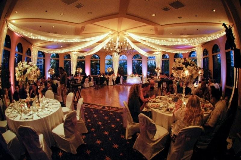 Disneyland Weddings Disneyland Hotel Wedding Venue Review Disneyland Wedding Venue Review
